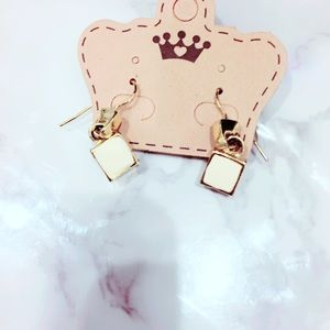 Cream Gold Tone Vintage Earrings